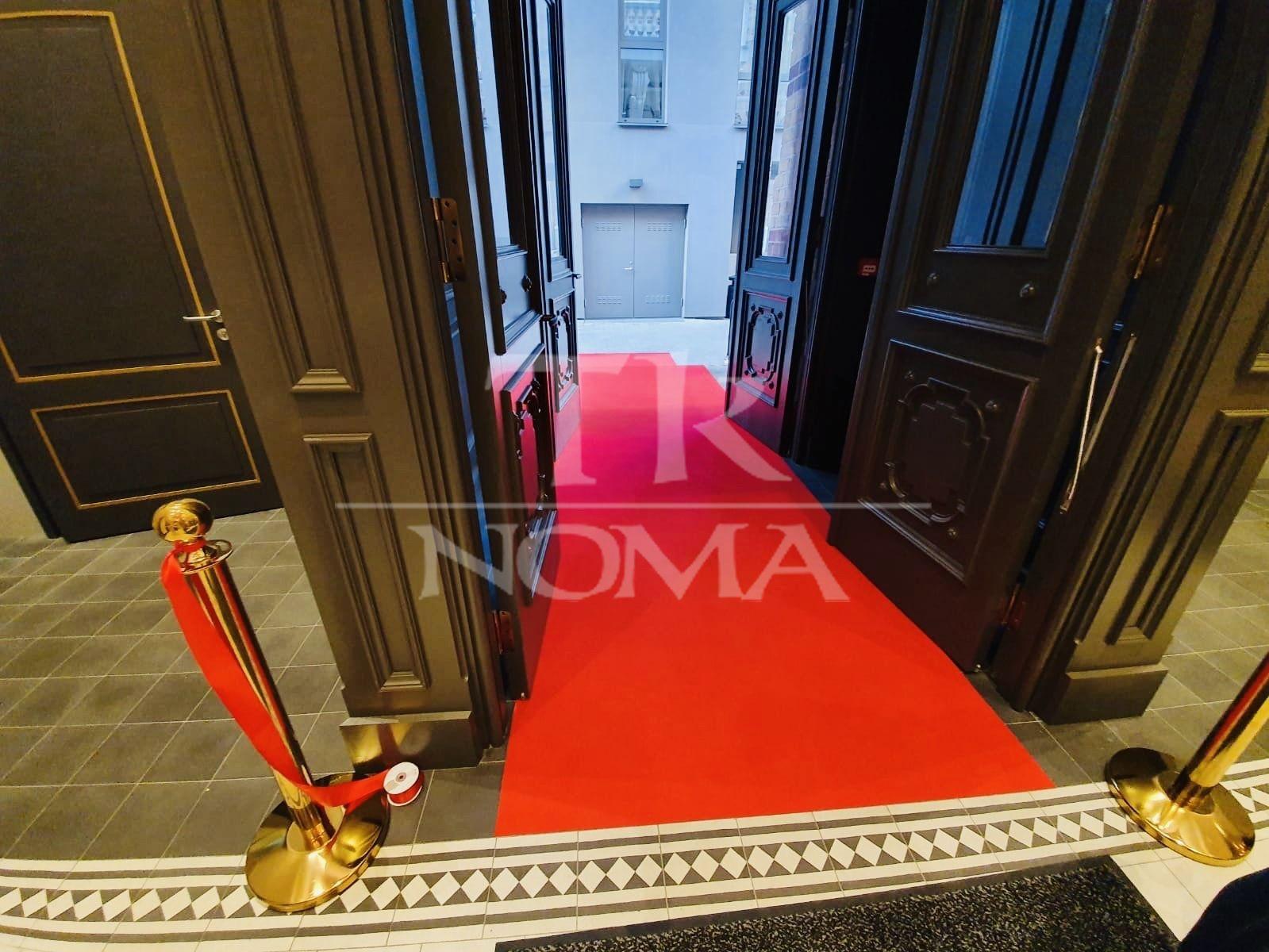 Sarkanais paklājs ieejas trepēs noma